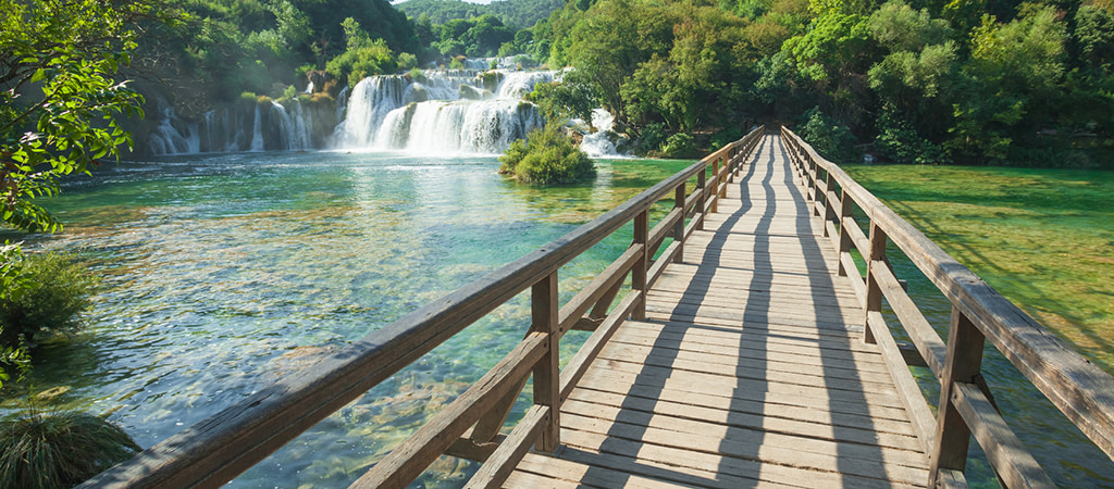 This image has an empty alt attribute; its file name is Adventures-Croatia-Custom-Curated-Itineraries-Travel-Croatia-Plitvice-Lakes-1-1024x450.jpg