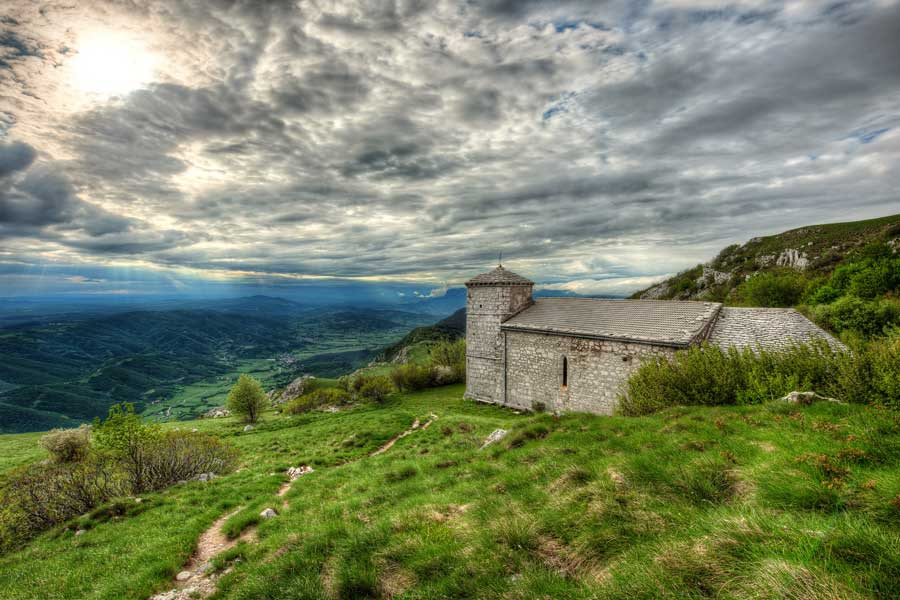This image has an empty alt attribute; its file name is Vipava-Valley-Slovenia-Adventures-Croatia.jpg