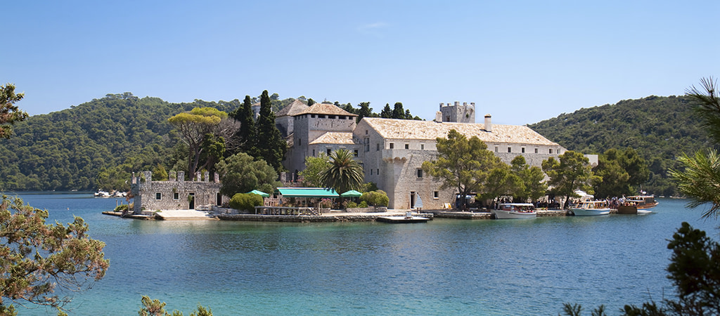 This image has an empty alt attribute; its file name is Mljet-Travel-Croatia-Adventures-Croatia-1024x450.jpg