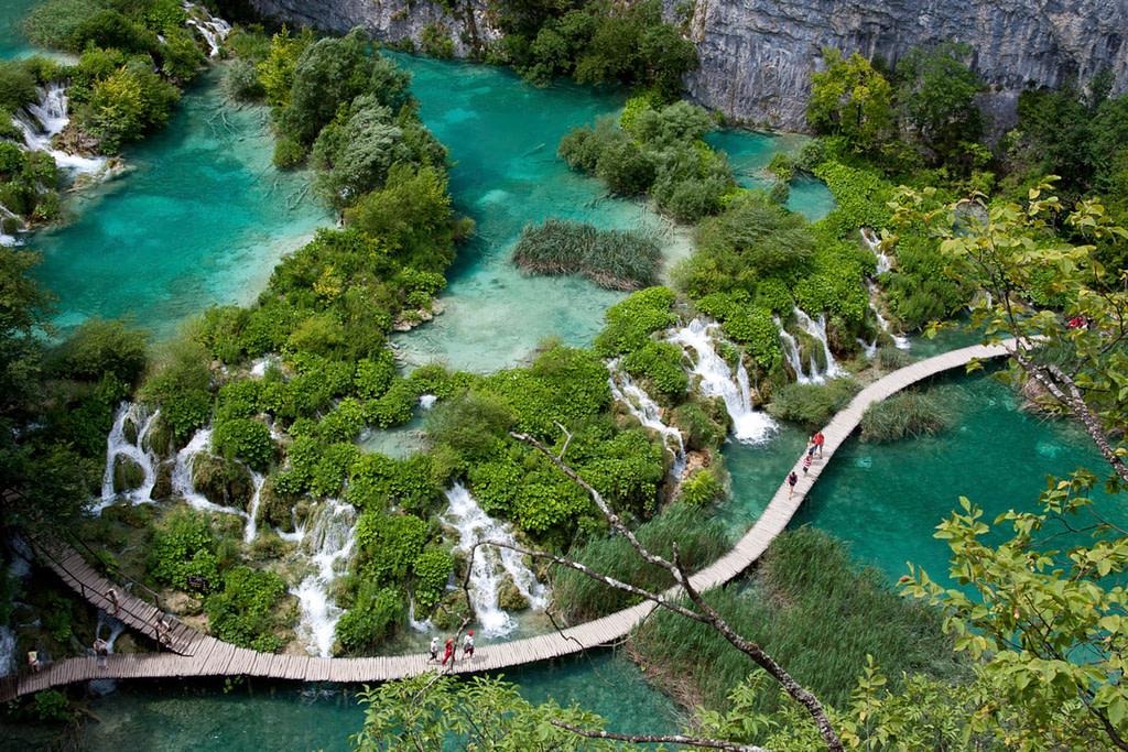 This image has an empty alt attribute; its file name is Adventure-Seeker-Walking-Paths-of-Plitvice-Lakes-Croatia--1024x683.jpg