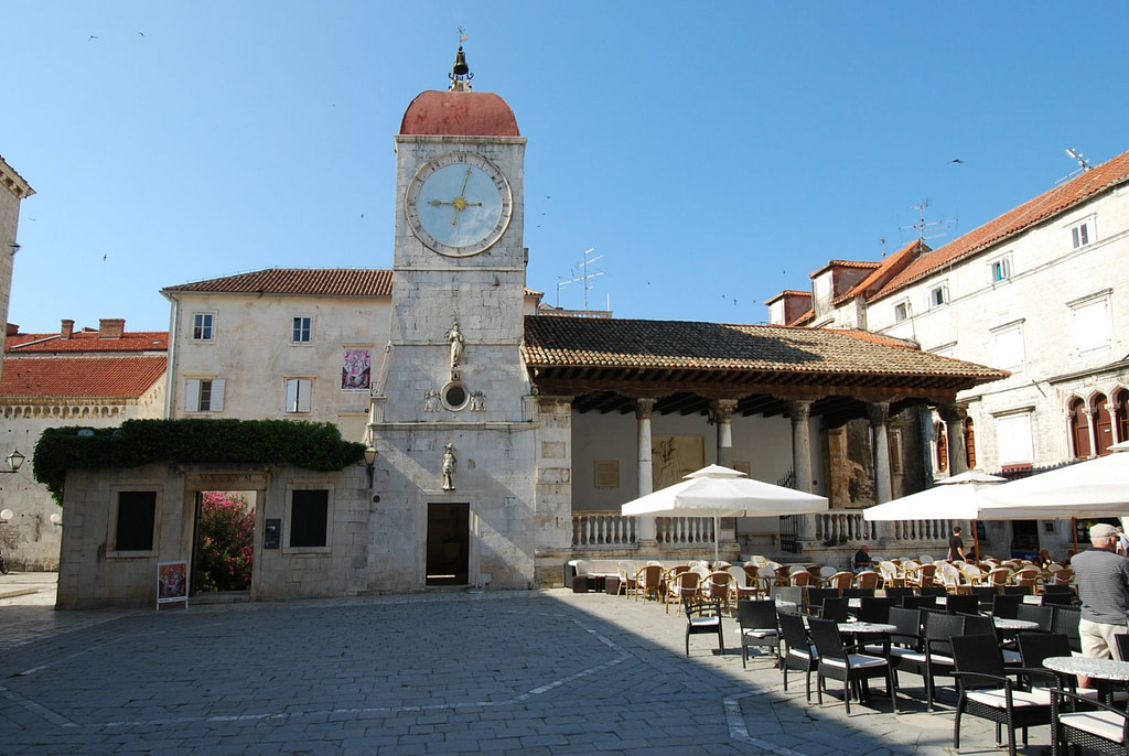 This image has an empty alt attribute; its file name is Trogir-Croatia-1283845524www.brodyaga.com_-1024x686.jpg
