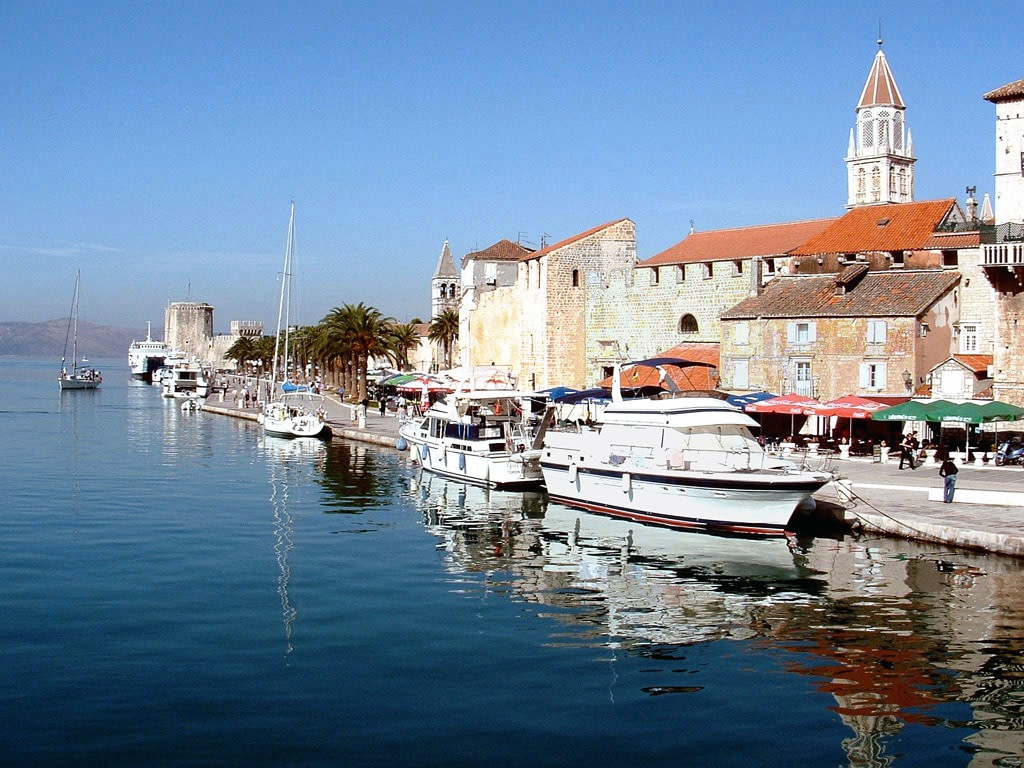This image has an empty alt attribute; its file name is Trogir-01.jpg